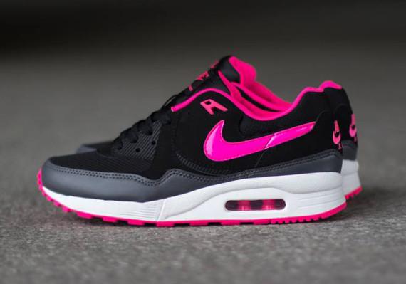 nike-wmns-air-max-light-hyper-pink-black-dark-grey-summit-white-02-570x399