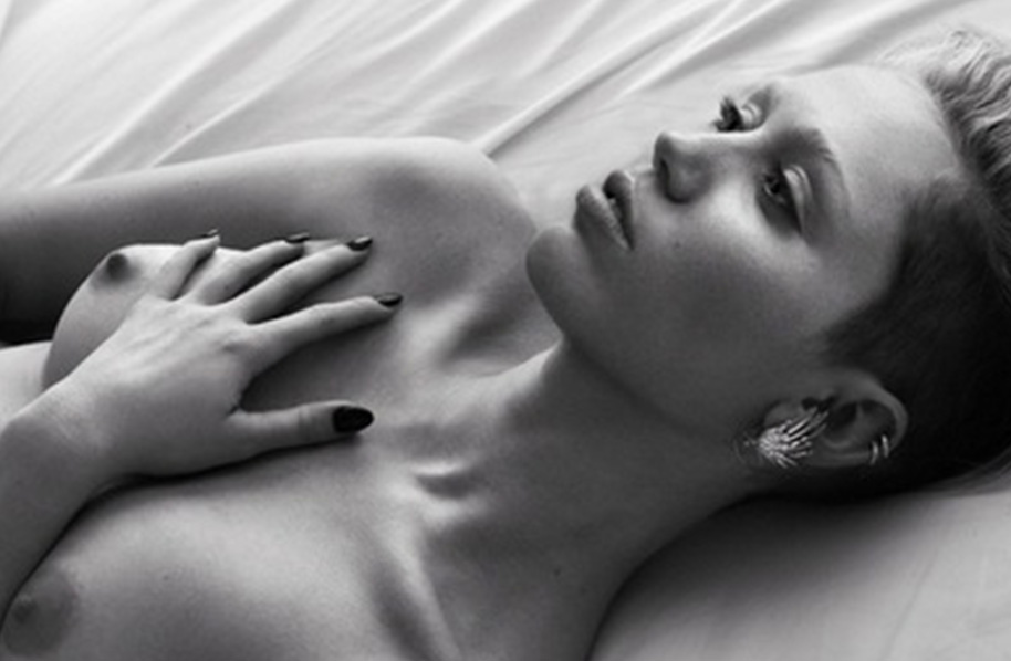 Miley cyrus shares nipple