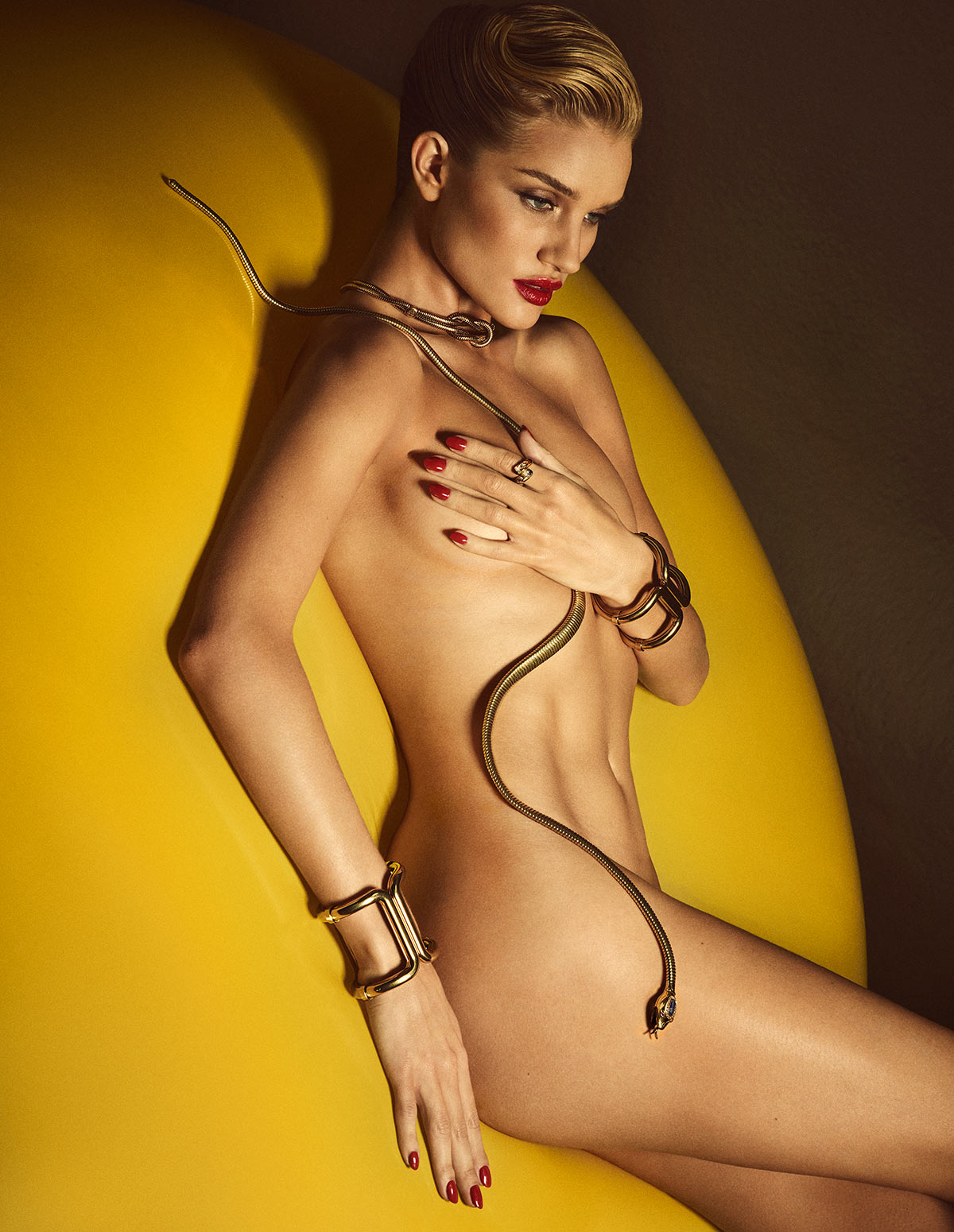 Huntington-Whiteley sexy trên tạp chí Lui