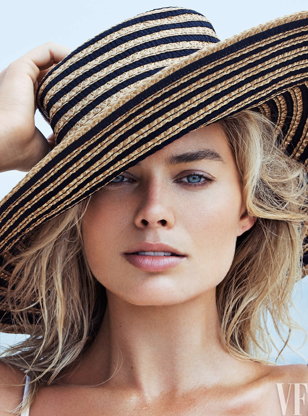 Aussie Actress Margot Robbie Looks Pretty Fantastic The Cover Vanity Fair Lifeoutandy