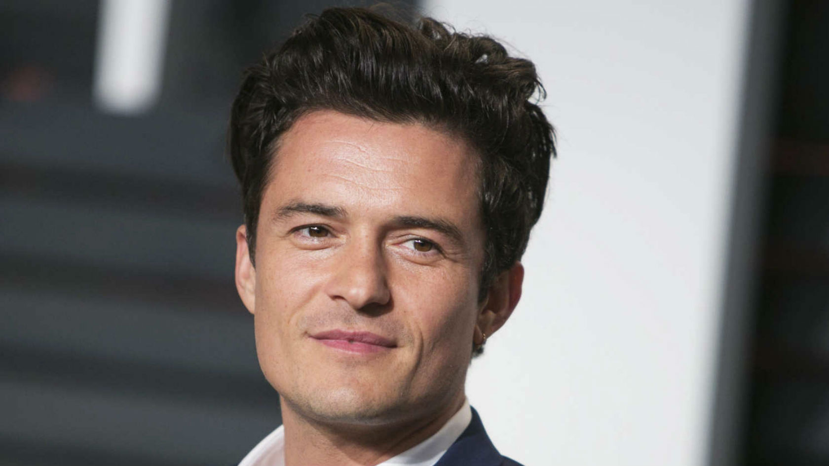 Orlando Bloom goes 100% butt naked on holiday - and causes