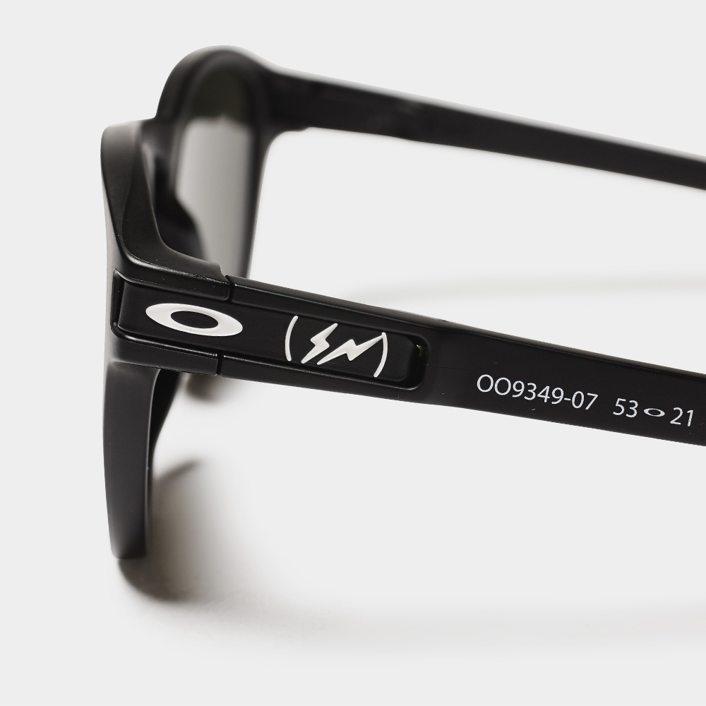 ee2cd82085a Oakley s Ultra-Limited Fragment Collaboration Sunnies Are Dropping ...