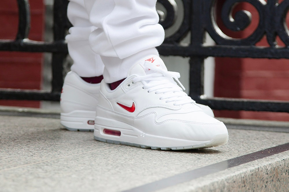 http_hypebeast.com_image_2017_05_nike-air-max-1-jewel-red-2017-1