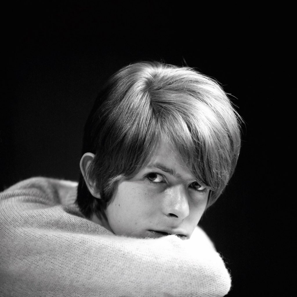photographing-david-bowie-at-age-20-body-image-1501612196