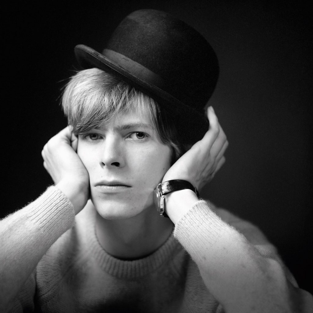 photographing-david-bowie-at-age-20-body-image-1501612253