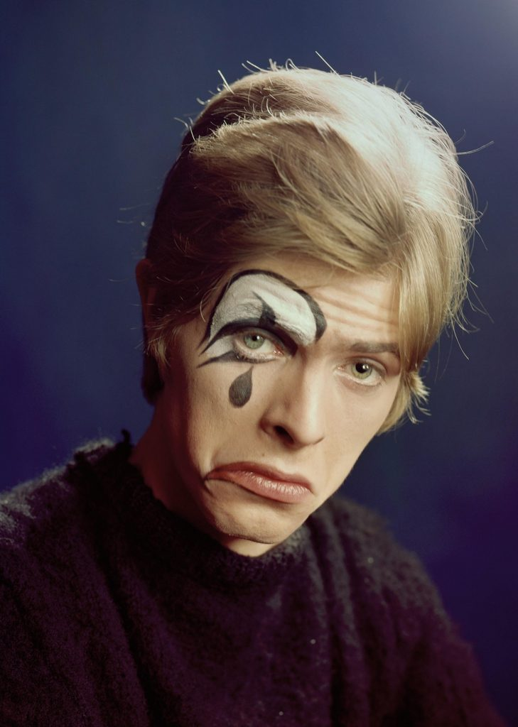 photographing-david-bowie-at-age-20-body-image-1501616442