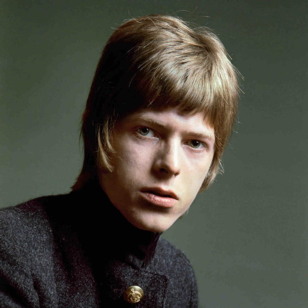 photographs-of-20-year-old-david-bowie-body-image-1501608735
