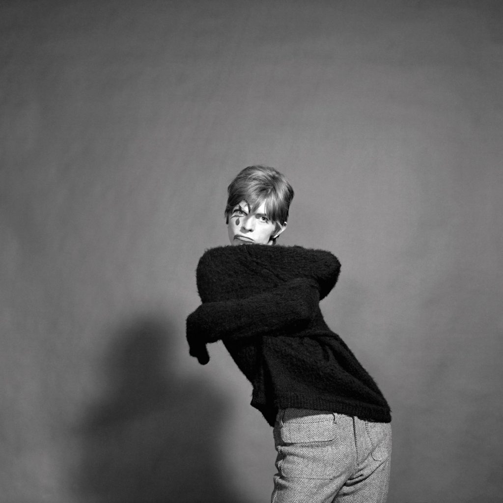 photographs-of-20-year-old-david-bowie-body-image-1501609021