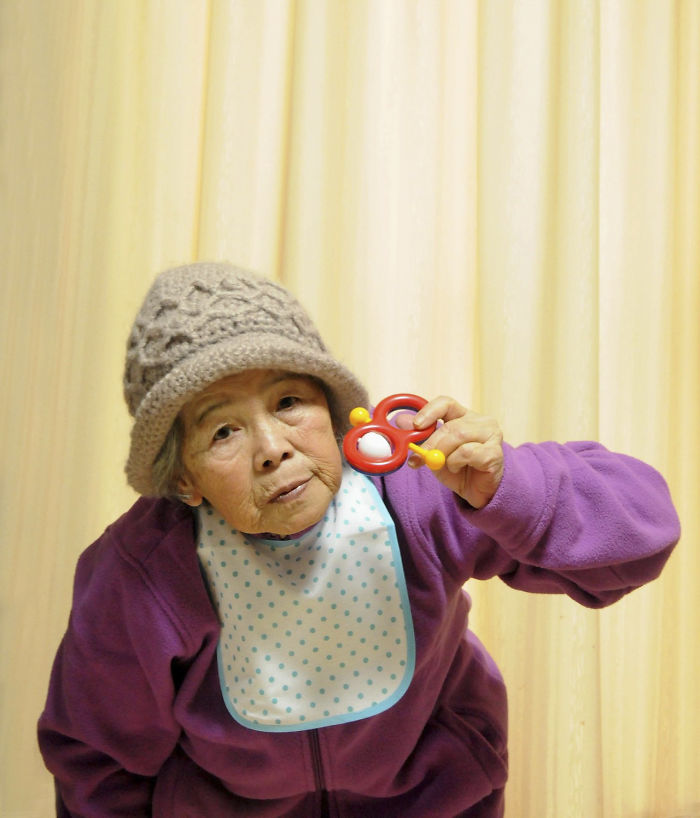 funny-self-portraits-kimiko-nishimoto-89-year-old-15-5a0a9df43c174__700