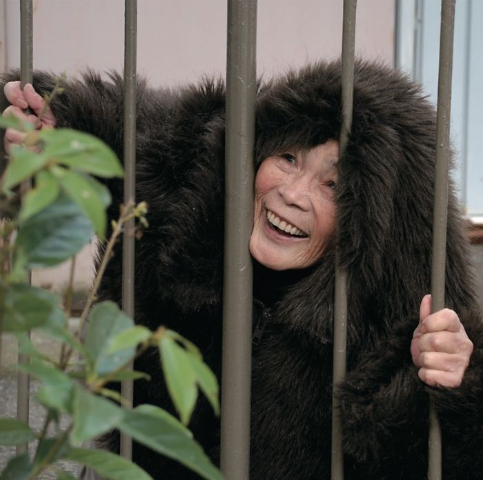 funny-self-portraits-kimiko-nishimoto-89-year-old-16-5a0a9df694c1e__700